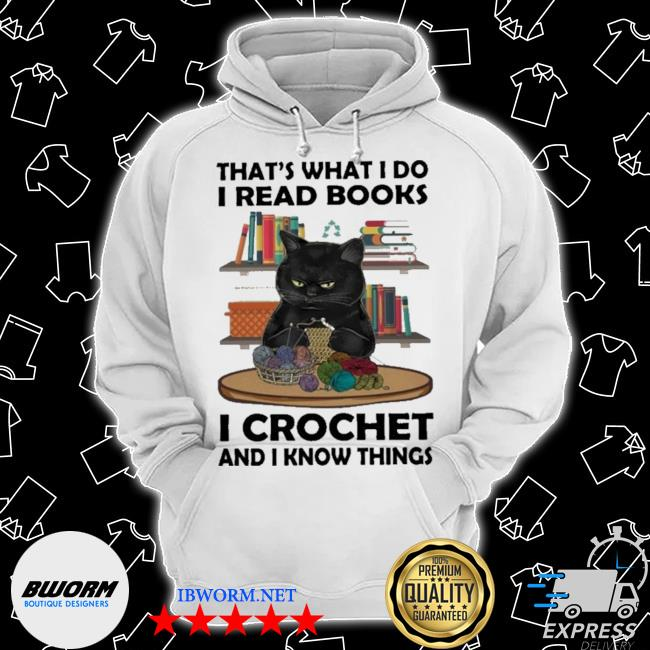 Black cat that's what I do I read books I crochet and I know things s Classic Hoodie