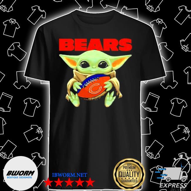 Baby Yoda loves the chicago bears Star wars shirt